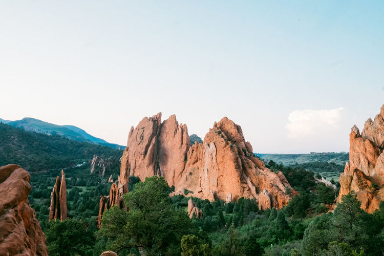 Sky Beauty In Nature Scenics - Nature Tranquil Scene Mountain Tranquility Rock Nature Environment Landscape Plant Copy Space Non-urban Scene No People Day Rock - Object Idyllic Solid Sea Water Outdoors Formation Garden Of The Gods Hiking