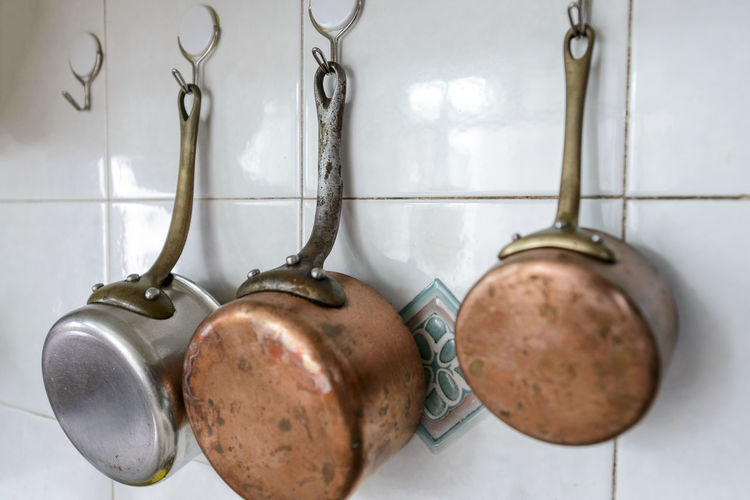 Close-up Cooking Day Hanging Indoors  No People Pots Close-up Cooking Day Hanging Indoors  No People Pots Indoors  Hanging Kitchen Domestic Kitchen Food And Drink Home Variation Hook Household Equipment Metal Kitchen Utensil Domestic Room Tile Still Life Wall - Building Feature