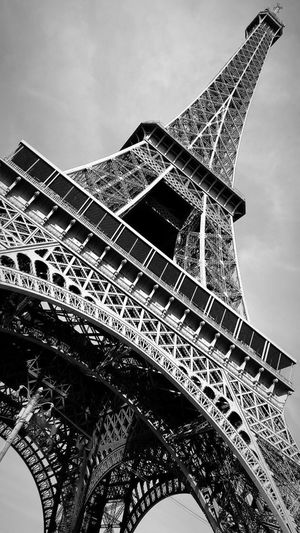 Париж- город романтик💑—Paris-city romantic💑 #🍾 #travelphotography #travel #EyeEmNewHere #sightseeing #photography #sight #toureiffel #blackandwhite #Paris