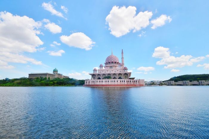 Putra Mosque, Putrajaya of Malaysia Mosque Masjid Masjid Putrajaya Masjid Putra Lake Lake View Reflection Waterfront Waterscape Nature Clouds And Sky Clouds Dome Minaret Architecture Travel Destinations History Dome Sky Cloud - Sky Travel Blue Government Tourism Cultures Politics And Government Built Structure Religion Building Exterior Outdoors