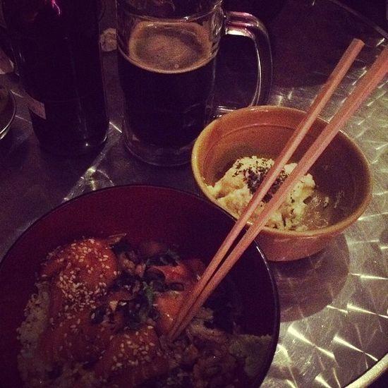 Salmon, ensalada de papa y una cerveza artesanal Cenadenovios Fridaynight Sohappy Love