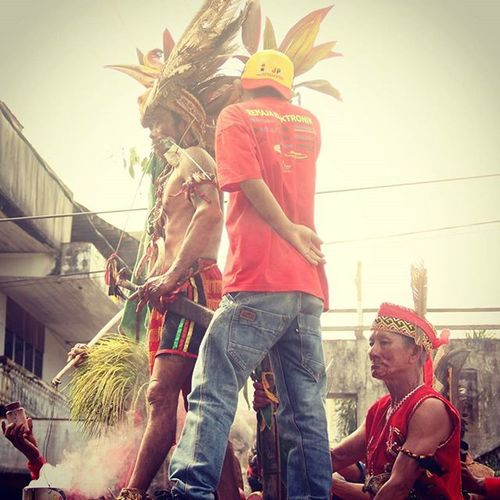 Terkadang kesakitan itu adalah soal kesadaran.....org yang merasa sakit adalah org yang sadar....maka bersyukurlah jika boleh merasa sakit...... ©Ariepurpr Tatung Capgomeh Ketapang Kalbar Westborneo Dayak People Culture Art Photooftheday ManaIndonesiamu Jelajahindonesia Instanusantara Merindukanmu Perjuangan Petualangan Humaninterestphotography Celebration Societyphoto