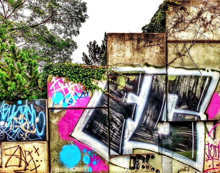 Graffiti Street Art Spray Paint Outdoors Day Built Structure Architecture Multi Colored No People Building Exterior