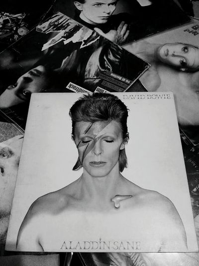 LP Vinil Vinile Vinili Tribute David Bowie Copertina Singer  Cantante Black And White Bianco E Nero Cover Original Famous Person Personaggio Music Musica EyeEm Gallery EyeEm Best Shots Eyeem Black And White EyeEm Best Edits Monochrome Photography Aladdin Sane Collection Collezione
