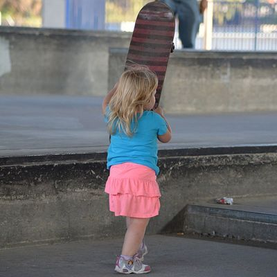 My daughter is starting early! Littleskatergirl Skatergirl Skater Beautiful Sk8te Skateordie SkateLove Skateboard Goodlife Love Skatelife