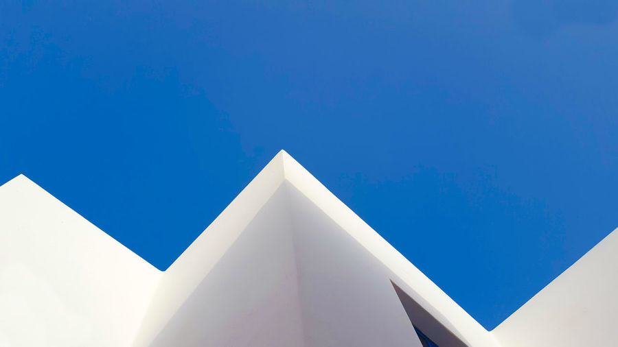 white lines EyeEm Selects City Modern Triangle Shape Shape Geometric Shape Sky Architecture Building Exterior Built Structure Architectural Feature Architectural Detail Skylight Architectural Design Directly Below Building Feature Concrete
