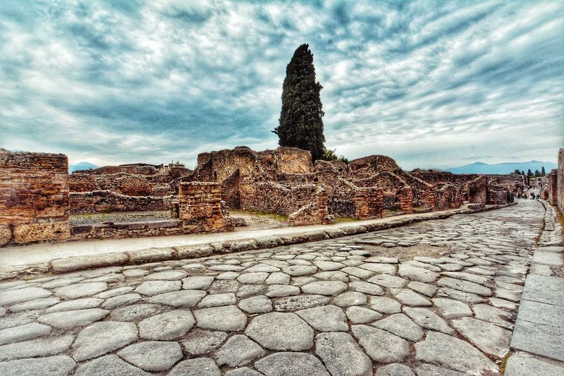 Pompei! EyeEmNewHere EyeEm Gallery EyeEm Nature Lover Travel Destinations Architecture Outdoors No People Statue Eyeemphotography Eyeem Market Italy Pompeiscavi History Perspective Italianlandscape Pompeii Details Pompeii Ruins Landscape Photography Aroundtheworld Cloud - Sky