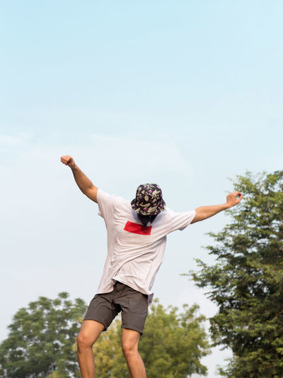 A young adult wearing a protective mask while doing freestyle stunt.
