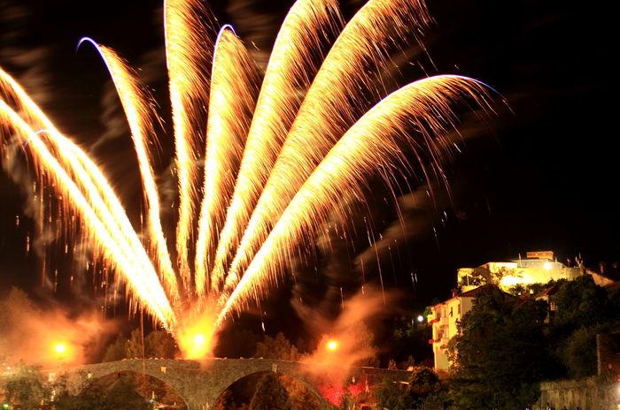 On a summer night Bridge Castle Fireworks Landscape Midnight Night Nightphotography Outdoors Show Summer Neighborhood Map Neon Life Be. Ready. Go Higher The Architect - 2018 EyeEm Awards The Traveler - 2018 EyeEm Awards The Great Outdoors - 2018 EyeEm Awards The Street Photographer - 2018 EyeEm Awards HUAWEI Photo Award: After Dark
