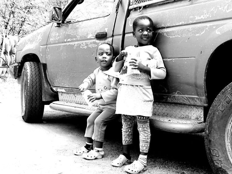 Teka & Vaartjana Africans African Kids African Children Botswana Kids Brother And Sister Christmas In The Village Snacks Kids And Snacks Kids Eating Snacks Vintage Pick Up Truck Twin Photography Black Rusty White