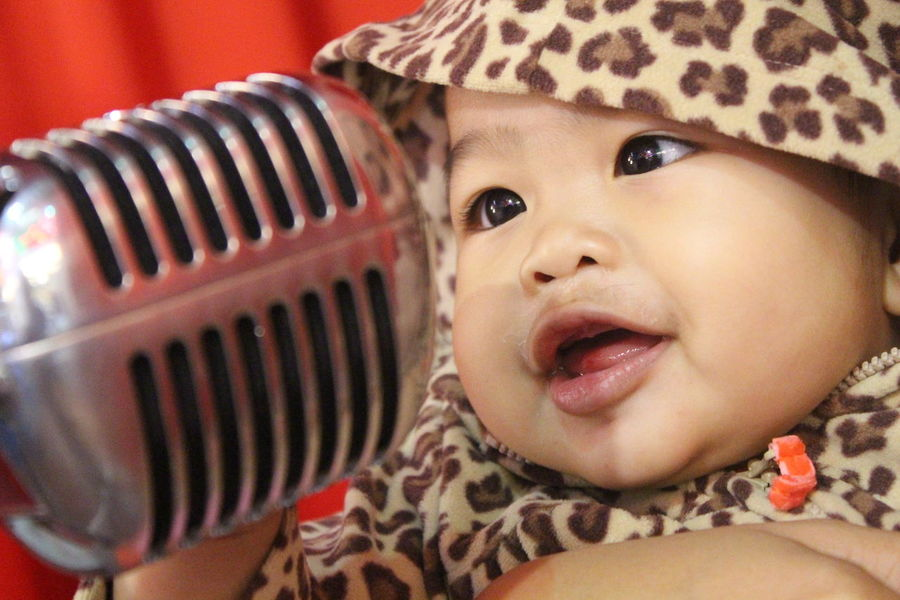 Innocent cute little girl singing using antique microphone Infant Photography Innocent Love Sing Singing Adorable Childhood Close-up Cute Girl Cute Girls Day Headshot Indoors  Infant Innocent Eyes Innocent Face Microphone One Person People Real People Song Talent
