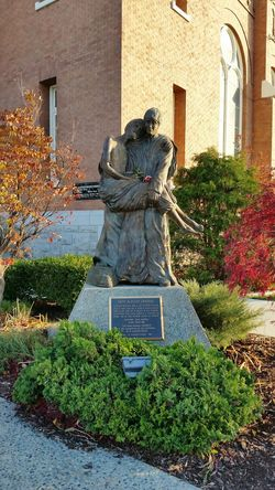 Beutiful shot of a Statue over at Spokane WA Gonzaga Campus Fall Shots Eye4photography