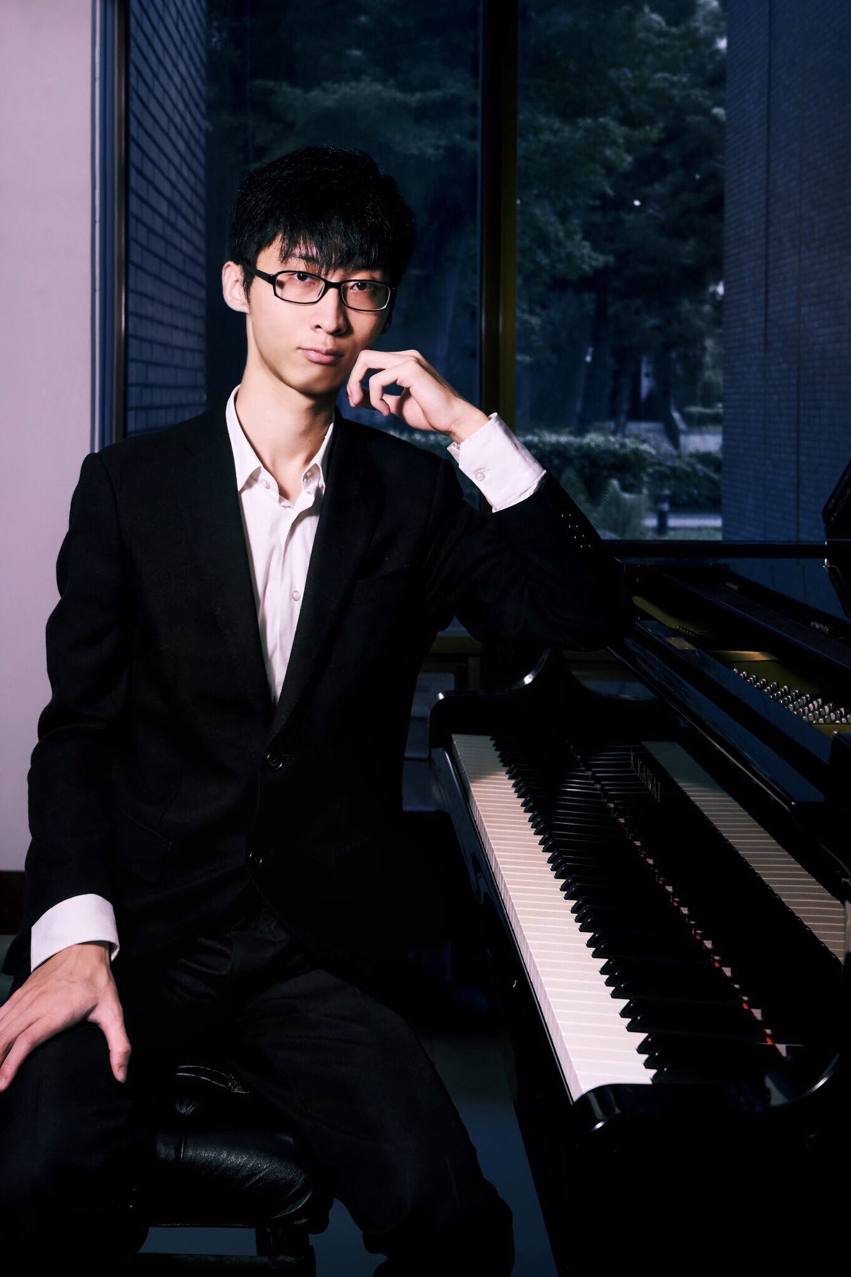 music, piano, musical instrument, one person, piano key, real people, pianist, playing, lifestyles, young adult, well-dressed, musician, sitting, suit, skill, men, indoors, day, people