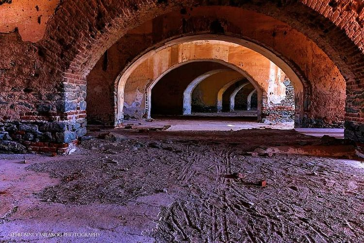 low angle shot EyeEm Best Edits EyeEmBestPics Eye4photography  EyeEmNewHere Perspective Abadoned Fortress Arch Architecture Old Ruin The Past