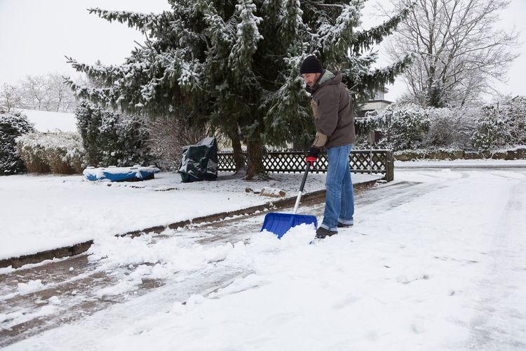 Man Snow Shovelling Man Road Winter Doorway Guy Person Shovel Shovelling Snow Snow Control Snow Shovel Snow Shovelling Winter Control