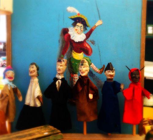 Walking Around Treasure Hunting Puppets