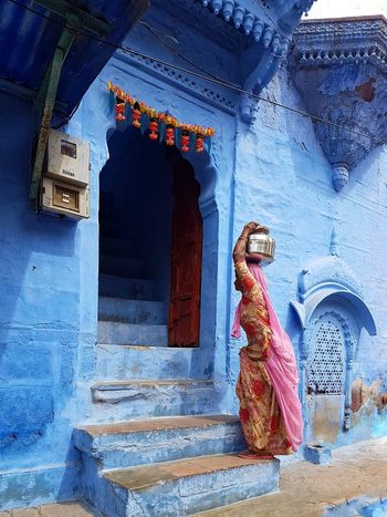 Bringing in the water Sari Water Jug India Amazing Destination Water Vacation In India Travel Travel Phptography Jodhpur Rajasthan Blue City