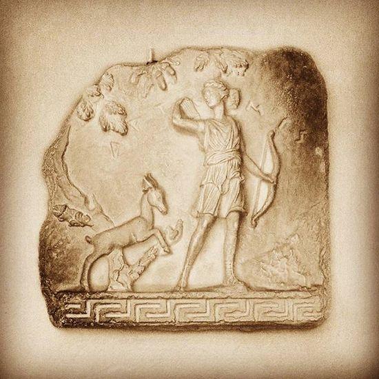 100happydays Diana cazadora (diosa romana). En la mitología romana, Diana era la diosa virgen de la caza, protectora de la naturaleza y la Luna. Su diosa griega equivalente en la literatura es Artemisa, si bien en cuanto a culto era de origen itálico. (Fuente: Wikipedia) Diana DianaCazadora Diosaromana Diosagriega Artemisa Diosa Escultura Sculpture Altorelieve Roman Greek Goddess Hunting Nature Moon Diane Artemis Livingroom MyHOUSE Beautiful Awesome Inlove