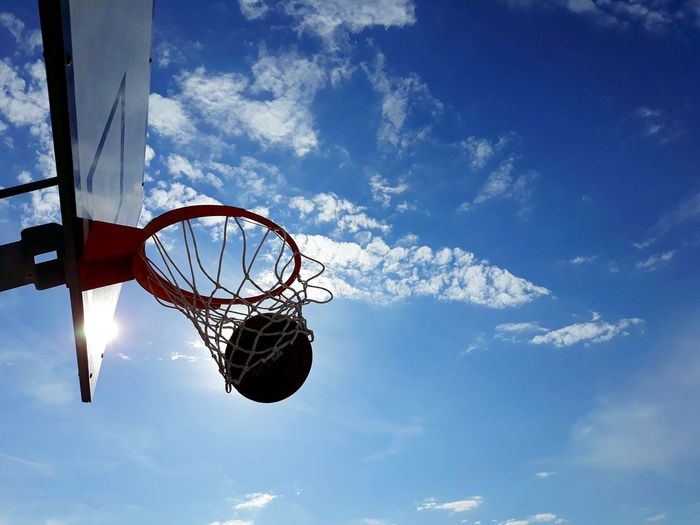 Basketball - Sport Court Athlete Basketball Hoop Competitive Sport Basketball Player Sport Scoring Sportsman Blue Basketball Directly Below Making A Basket My Best Photo Analogue Sound Stay Out The Great Outdoors - 2019 EyeEm Awards