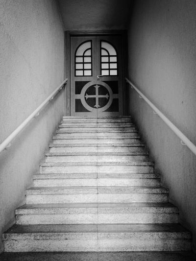 this seems to be scary :p Door Staircase Black & White Symmetry Mobile Photography
