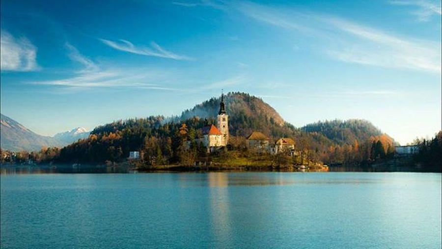 Magic Bled Magic Bled Lake Slovenia Winter Morning Sunny Reflections Travel Igslovenia LoveSlovenia Luxuryslovenia Iloveslovenia FeelSlovenia Thisisslovenia Blue Outdoor Outdoorlife Igslovenija