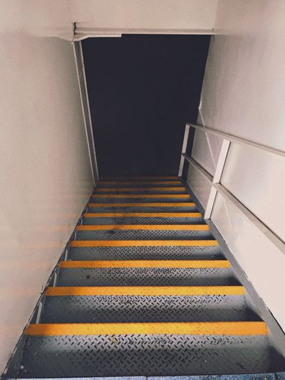 🐍 & escaleras Staircase Steps And Staircases Architecture The Way Forward Direction High Angle View No People Moving Up Entrance Day