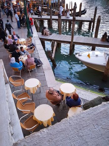Easy Life Venezia Veneto Italy Ponte Di Rialto Rialto Bridge Canal Grande Grand Canal Enjoying Life Bars And Restaurants Have A Seat And Relax Coffee Tables And Chairs Water Reflections Moored Boats Gondolas Piers Boat Poles Travel Destinations Most Desired Scenic Landscapes