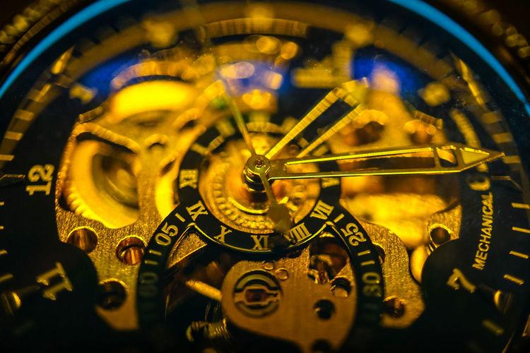 Time Clock Close-up Macro Hour Hand Minute Hand Wristwatch Watch Mechanisms Clockwork Clockface Gold Coloured Mechanics Capture The Moment