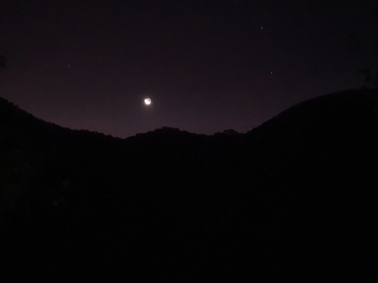 SILHOUETTE MOUNTAIN AGAINST CLEAR SKY AT NIGHT