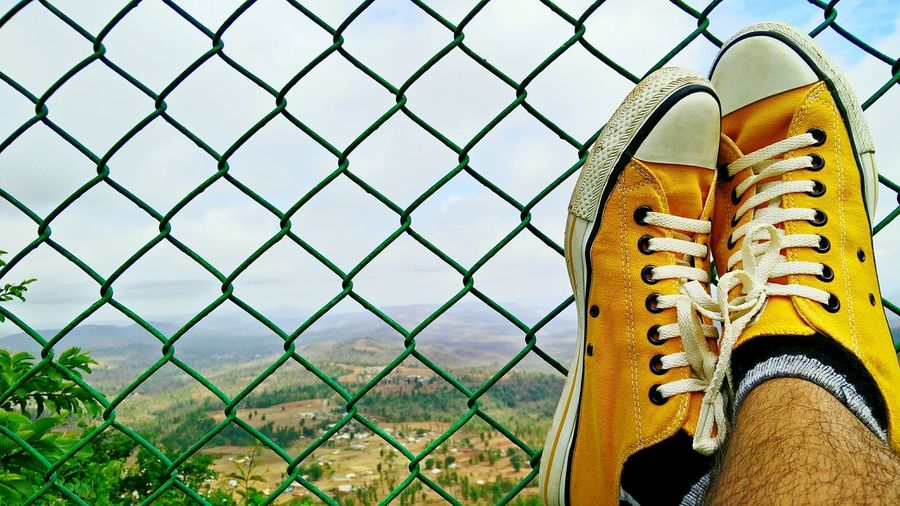 Chill Chilling Converse Converse All Star Fence Mountain Yellow Shoes Trip Relaxing Relax Calm First Eyeem Photo Check This Out Taking Photos Firsteyeemphoto