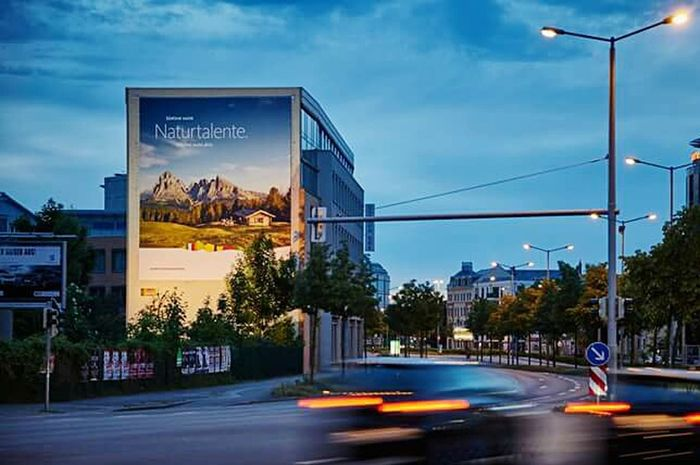 Abenddämmerung Reklametafel City Night Car City Life Outdoors Cityscape Blurred Motion Cycling Sunset Light Trail Long Exposure Illuminated Bicycle Nightlife Travel Destinations Water Building Exterior No People Urban Skyline Skyscraper Architecture And Art Followforfollow Architecture Nacht