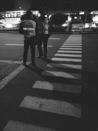 Mapsa Makati Mapsa Pedxing Pedestrian Crossing Black And White Night Time Traffic Enforcer