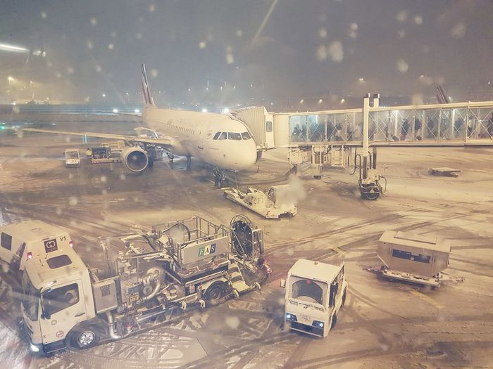 Paris sous la neige. Snow Paris Air France Airbus France Cloud - Sky Snowing No People Airplane Technology Day