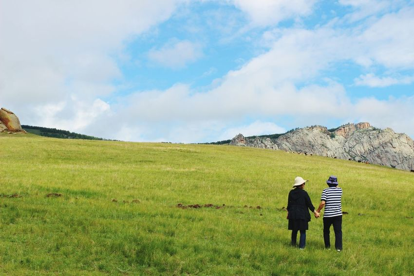 Mongolia Couple Holding Hands Love Travel Natural Scenery Clean Day