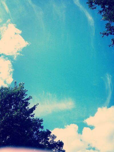 In der Sonne entspannen und dabei in Hörbuch hören.