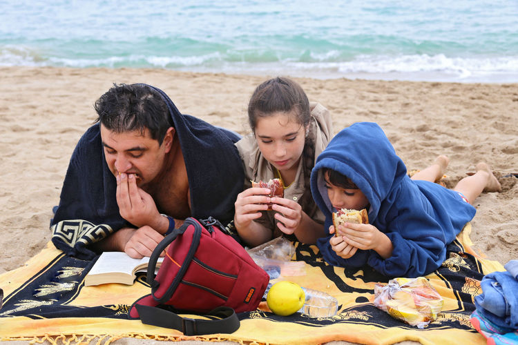 Beach Bonding Casual Clothing Childhood Cute Enjoyment Family Friendship Leisure Activity Lifestyles Love Outdoors Relaxation Sea Shore Summer Togetherness Vacations Water Connected By Travel