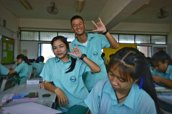 Volunteer Men Community Outreach Women Togetherness Cheerful Dedication Charity And Relief Work Medical Examination Room Vet  Biologist Vaccination Medical Research Scrubs Examination Table Laboratory Equipment Medical Sample Petri Dish Operating Gown