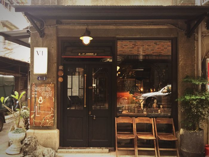 The City Light Taking Photos Enjoying Life City Street Streetphotography EyeEm Taiwan Cafe Old House People And Places Street Light