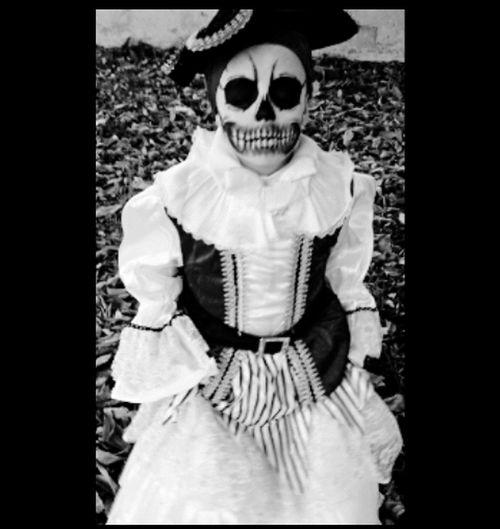 Let's be a pirate ! 👻 Pirate Human Skeleton Human Skull Pirates Piratesofthecaribbean Pirata Piratasdelcaribe Piratas Halloween Halloween Makeup Halloween2016 Mykid ILoveHer❤ Mydaughter