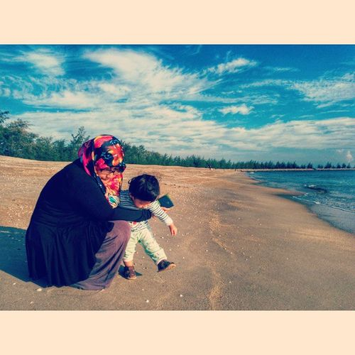 Sofyea with mama, holiday at kuala terengganu Fatimahnursofyea Holiday Holidayescape Kualaterengganu Love Snapseed