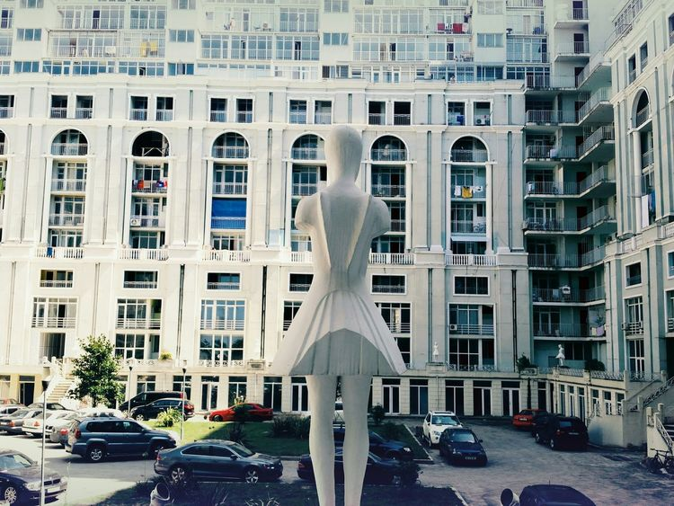 Lost in urbanology. Streetphotography Urban Lifestyle Urban Urban Photography Statue Windows Architecture Building Lines Urban Geometry