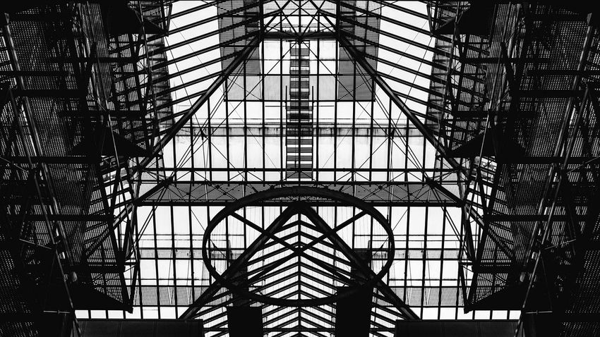 Steel. Canon Canon1200d Canonphotography Canon_photos Canonofficial Low Angle View Pattern Built Structure Architecture Indoors  Complexity EyeEm Blackandwhite London Illuminated Lightroom Contrast Blackandwhite Photography B/W Photography EyeEm Best Shots Eyeemphotography Postproduction Arts Culture And Entertainment Abstract Girder The Architect - 2017 EyeEm Awards