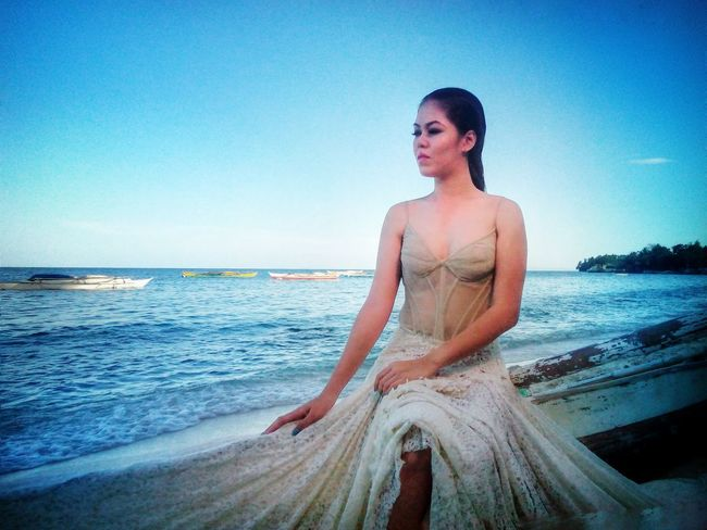 Anne by the beach. :) Portrait Bythebeach Bythesea Phoneography Mobilephotography Phoneographycebu Hanzcoquillacollection Cebu Cebuano Pinoyphotography Cebuano Pinoy Asian  Gowns