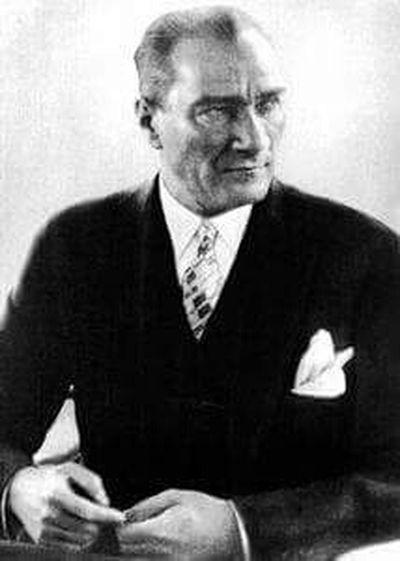 Seni özlüyoruz Atam Atatürk Ölmedi Yüreğimde Yaşıyor