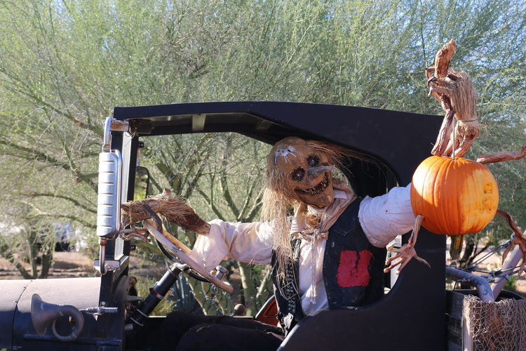 EyeEm Best Shots EyeEm Selects Halloween 2017 Halloween EyeEm Halloween Horrors Old Cars Pumpkins Car Day Enchanted  Halloween Land Vehicle Outdoors Pumkin Carving Pumpkin Spooky Transportation