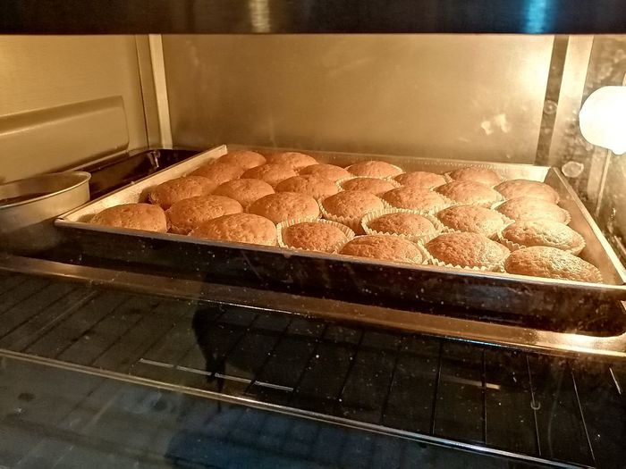 Bakery Oven Baking Sheet Domestic Room Bread Preparation  Dessert Tray Homemade Heat - Temperature Baking Bread Loaf Of Bread Artisanal Food And Drink White Bread Brown Bread Dough Baker - Occupation Donut
