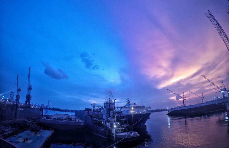 Sunset And Clouds  Sunset Clouds Amazing Sunset Gopro Goprohero4 Ship Port Sun Singapore