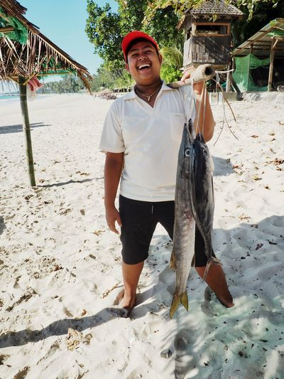 Iwantthatcamera Beach Casual Clothing Catch Of Fish Day Fish Fishing Front View Full Length Holding Land Leisure Activity Lifestyles Mature Men Men Nature One Person Outdoors Real People Sand Sea Smiling Tuna Water
