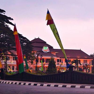Balai kota Malang .. By Movin Photography