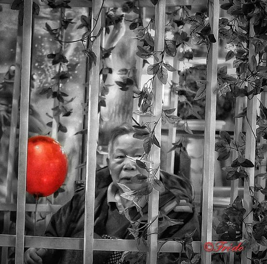 Le Ballon Rouge Close-up Backgrounds Black&white Black And White Collection  Street Photos😄📷🏫⛪🚒🚐🚲⚠ Eye4photography  Real People China In My Eyes Streetphotography BEIJING北京CHINA中国BEAUTY Beijing, China Human Interest EyeEm Gallery Portraits Of EyeEm PortraitPhotography EyeEm Best Shots Chinese Beijing One Person Black And White Street Photography Splash Of Colour Splashmood Splash Photography Splashofcolor